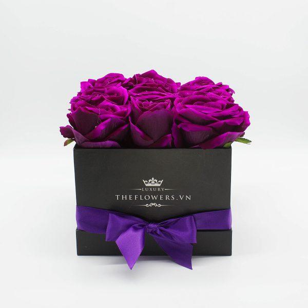Hoa lụa hộp vuông đen - màu tím