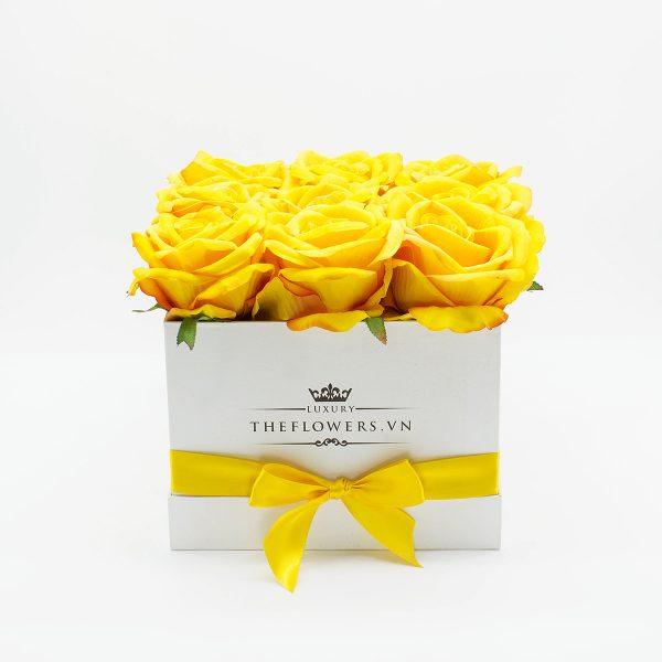 Hoa lụa hộp vuông - Màu vàng