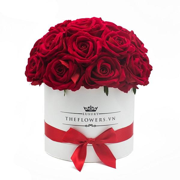 Hoa Hồng Lụa Màu Đỏ Hộp Tròn Trắng – Quà Valentine Cho Vợ