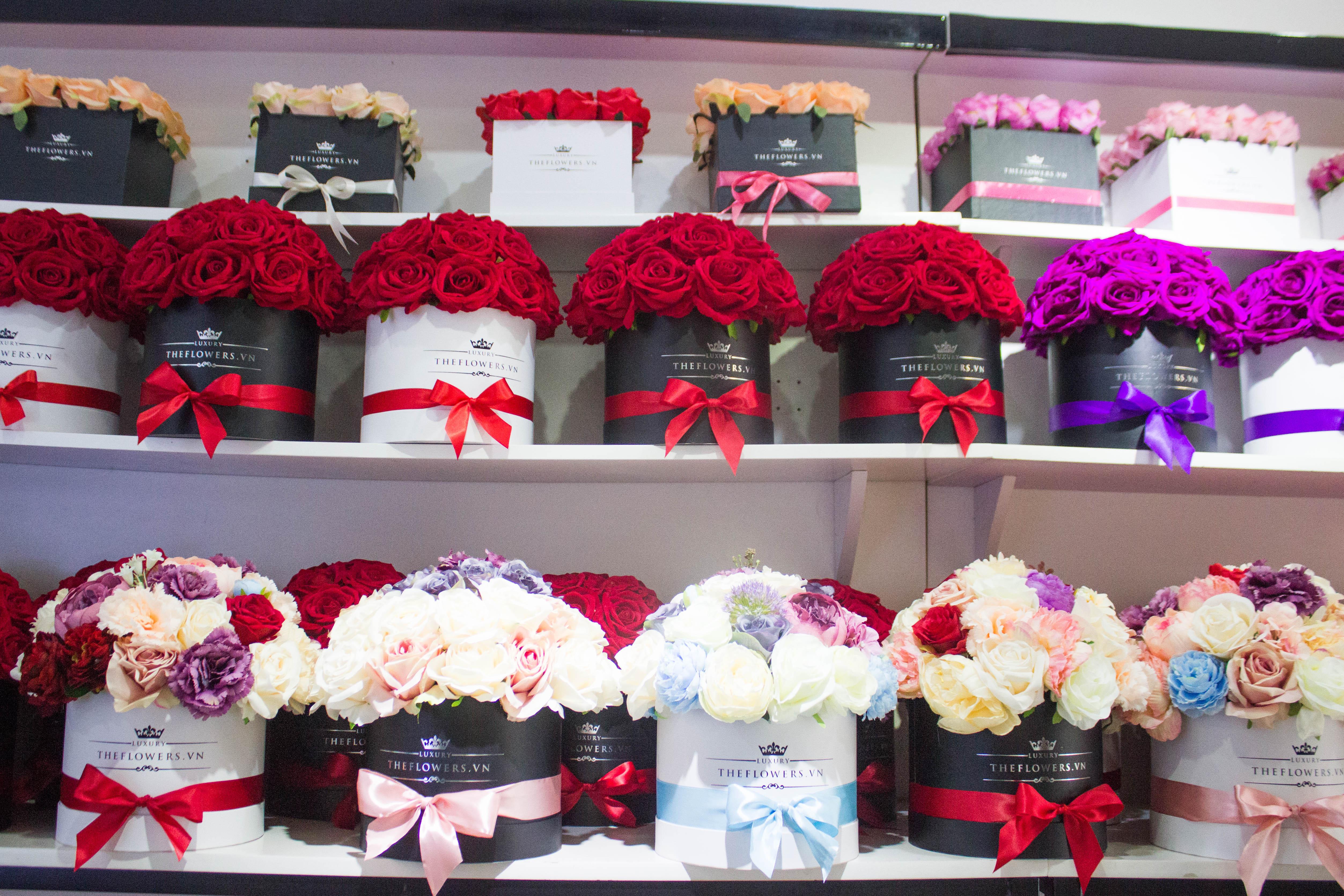 Hoa Lụa Màu Hồng Cánh Sen – Hộp Vuông Đen