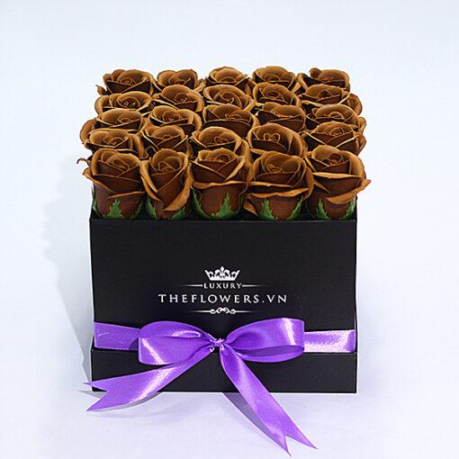 Hoa Sáp Màu Socola – Hộp Vuông Đen