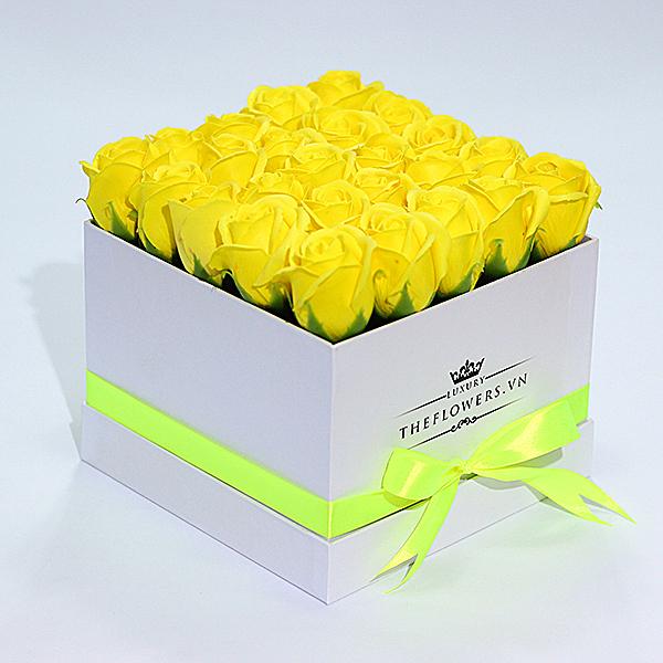 Hoa Sáp Màu Vàng – Hộp Vuông Trắng