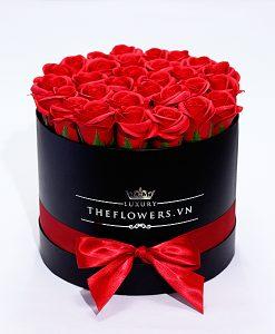 Hoa Sáp Màu Đỏ - Hộp Tròn Đen