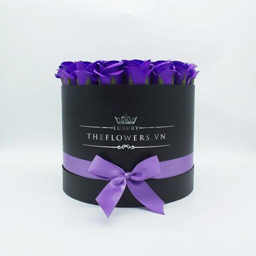 Hoa Sáp Màu Tím – Hộp Tròn Đen
