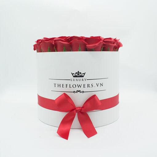 Hoa Sáp Màu Đỏ – Hộp Tròn Trắng
