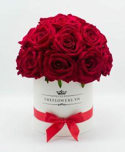 Hoa hồng lụa màu đỏ hộp tròn trắng