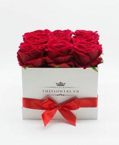 Hoa hồng lụa màu đỏ hộp vuông trắng trang nhã - Dịch vụ điện hoa 20 10