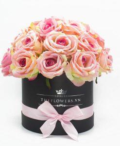 hoa hồng lụa màu hồng hộp tròn đen