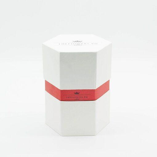 Vỏ hộp hoa hồng một bông hình lục giác màu trắng