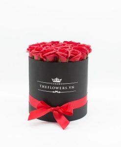 Hoa hồng sáp màu đỏ hộp tròn đen