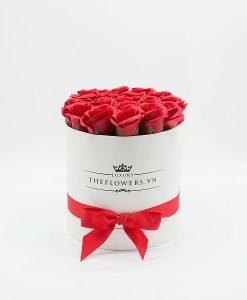 Hoa hồng sáp màu đỏ hộp tròn trắng