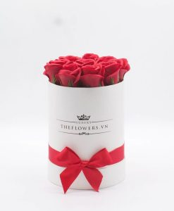 Hoa hồng sáp màu đỏ hộp tròn trắng size S