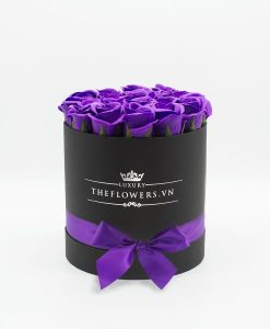 Hoa hồng sáp màu tím hộp tròn đen size M