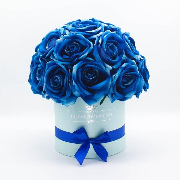 hoa-hong-lua-mau-xanh-hop-tron-xanh-qua-tang-Valentine