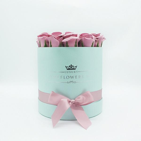 Hoa sáp màu hồng đất hộp tròn xanh