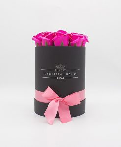 Hoa sáp màu hồng hộp tròn đen