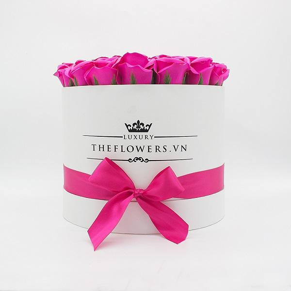 Hoa hồng sáp màu hồng hộp tròn trắng