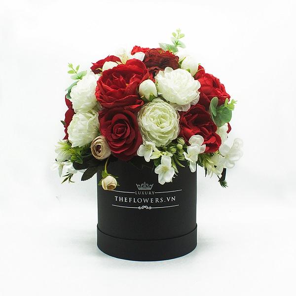 Hoa Lụa Phối Màu Đỏ Trắng - Hộp Tròn Đen Size M