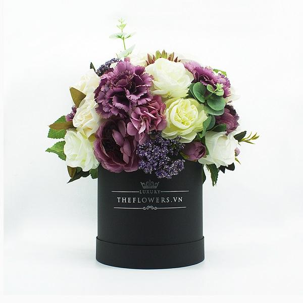Hoa Lụa Phối Màu Tím Trắng - Hộp Tròn Đen Size M