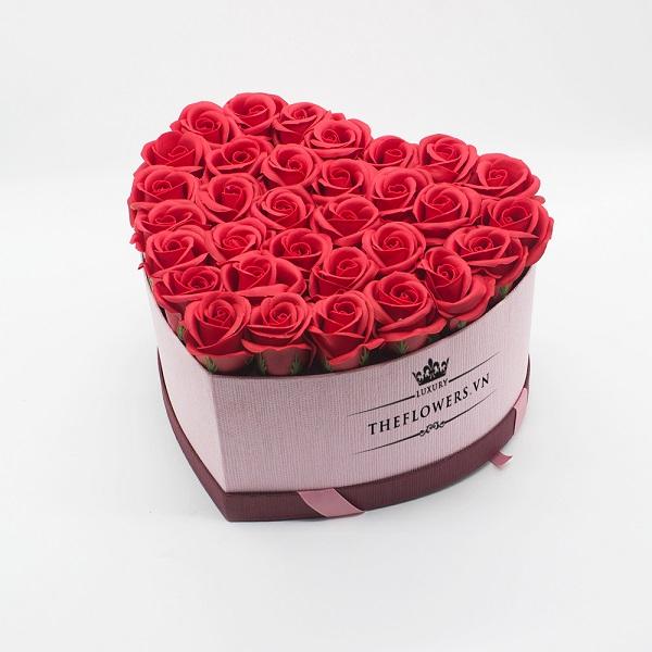 Hoasáp màu đỏ hộp trái tim