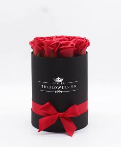 Hoa sáp Màu Đỏ Hộp Tròn Đen Size S - Hoa Sinh Nhật