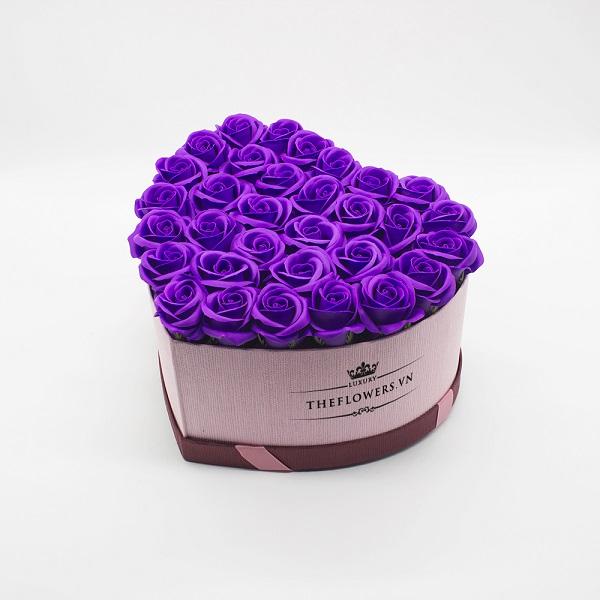 Hoa sáp màu tím hộp trái tim size S