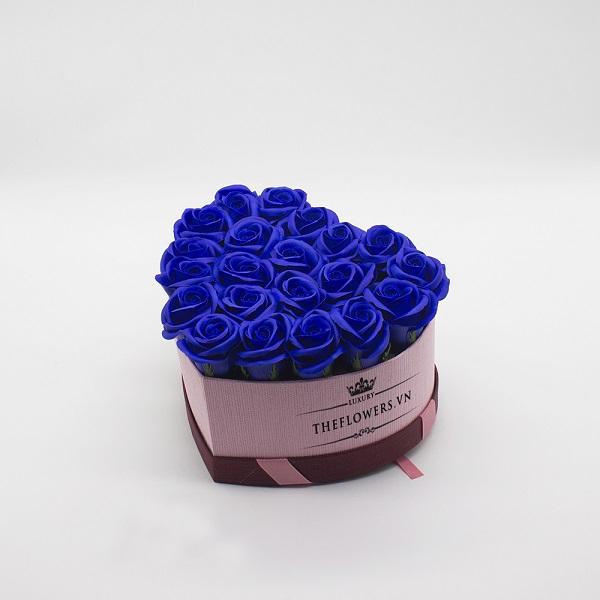 Hoa sáp màu xanh hộp trái tim size S