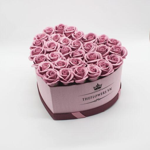 Hoa sáp màu hồng đất hộp trái tim hồng