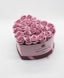 Hoa sáp màu hồng đất hộp trái tim hồng size M