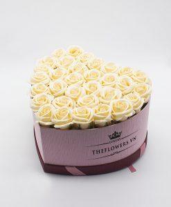 Hoa sáp màu kem hộp trái tim size L