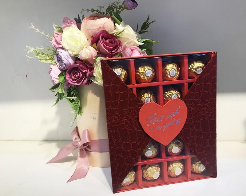 qua-tang-ban-gai-valentine-chocolate-ferrero-20-vien