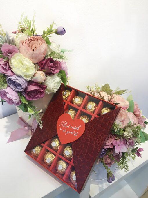 qua-tang-ban-gai-valentine-socola-20-vien